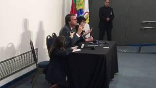 Jair Bolsonaro responde se é ou não candidato e a imprensa noticia