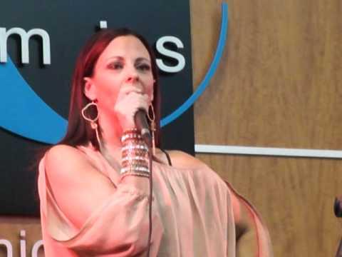 Sara Evans - Suds In The Bucket.MP4