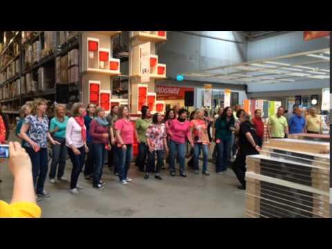 Flashmob ikea ludwigsburg youtube for Ikea offnungszeiten ludwigsburg