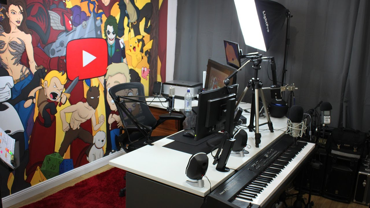 A tour of 39 jazza studios 39 youtube for Draw with jazza mural