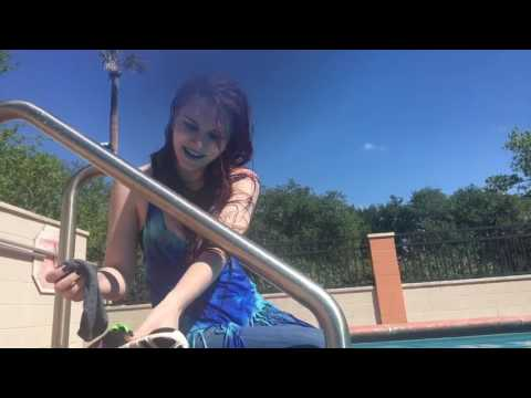 @malice_of_balor kicks off her wet shoes at the pool
