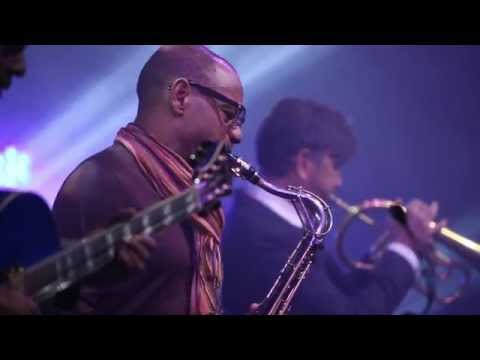 "Praise and Worship Music – Kirk Whalum Live on ""Sunday's Best"" (Christian Jazz)"