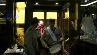 Jean Pire et Balou - Entrée au restaurant avec Chevallier et Laspalès