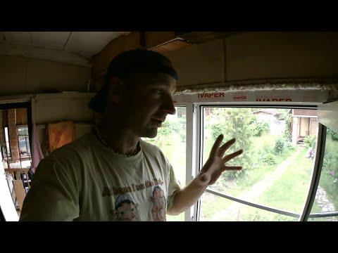 Вопрос: Как отучить кота рвать москитную сетку на окне?