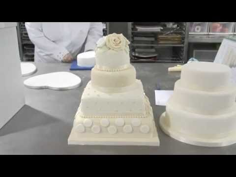 THE ROYAL WEDDING CAKE OF YEAR 2011 Britains Prince William Catherine