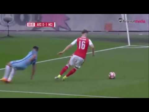 Rob Holding skills vs Agüero | Arsenal vs Manchester City