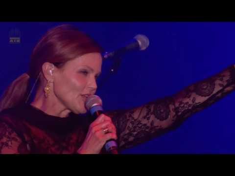 Belinda Carlisle - Heaven Is A Place on Earth (Rewind Festival 2013) Full HD