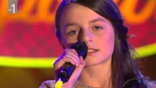 Maja Novak in Tina Pučnik (mali velikani) - Dekle iz zlate ladjice (Slovenski pozdrav, 25. 3. 2016)