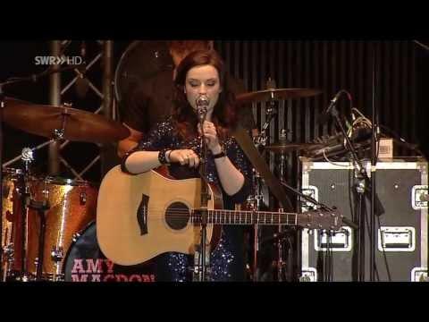 Amy Macdonald (Live On Fashion & Music)