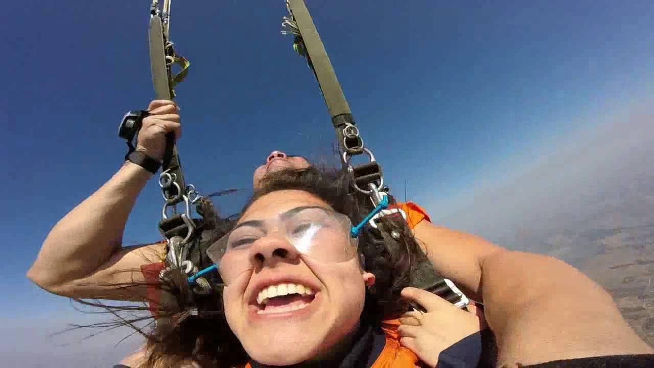 Salto de Paraquedas da Laura P na Queda Livre Paraquedismo 31 07 2016