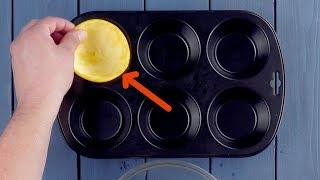 Stecke 6 halbe Obstschalen in die Form. Bei 0:46 staunst du Bauklötze!