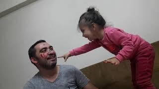 Eflin Babasının Yüzünü Suluboya İle Boyadı Babasıda Eflinin Yüzünü boyadı