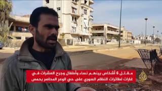 غارات على حي الوعر المحاصر بحمص