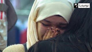 شاهد.. شابة جزائرية تبكي بحرقة كي شافت امرأة تهين في راجلها.. ما حملتش ذل الرجال| تجربة اجتماعية