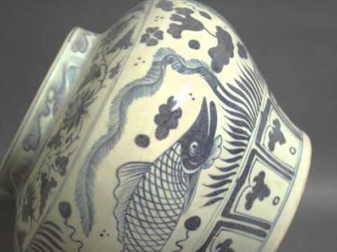 Antique Chinese.Fish pattern blue color white porcelain vase vintage lage