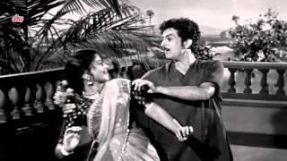 Mera Dulha Shehar Se Aaya Re - Geeta Dutt, Mohammad Rafi, Do Dulhe Song