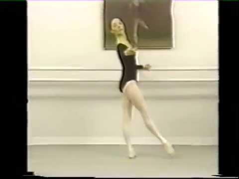 Rond de jambe par terre. 3 год обучения. Ballet Lessons.