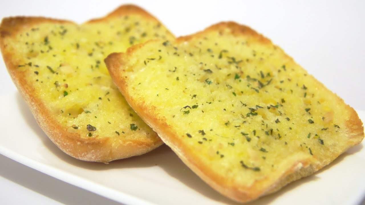 How to make homemade garlic bread with white