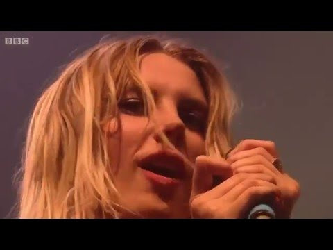 Wolf Alice - Moaning Lisa Smile (Reading Festival 2015)