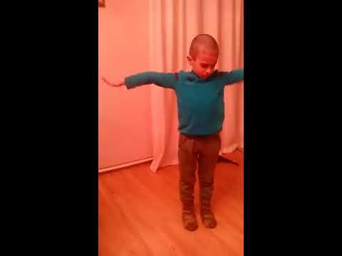 Юного танцора зовут Максим