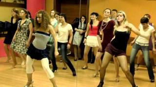 Shakira hip rolls. Reggaeton (cubaton) work-shop. Alexandra