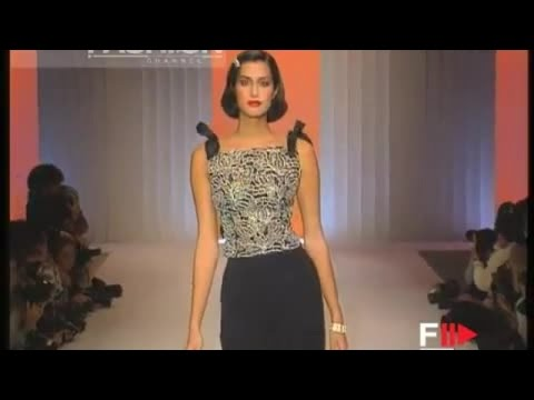 Valentino spring summer 1995 paris 9 of 9 pret a porter woman by fashion channel youtube - Watch pret a porter online ...