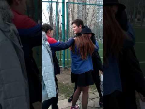 Как нужно обнимать парней)