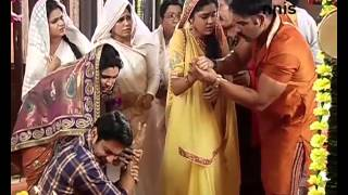 Ishq Ka Rang Safed | 4th December 2015 Episode | Viplav & Dhani Perform A Scary Fire Scene