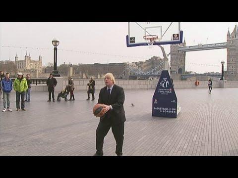 Amazing Boris Johnson basketball trick shot