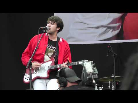 The Vaccines all in white  lollapalooza 2011