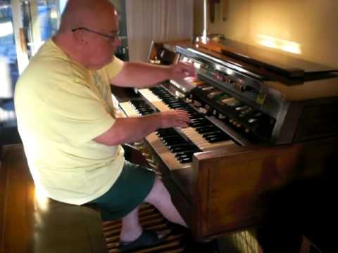 Mike Reed plays Ray Charles'