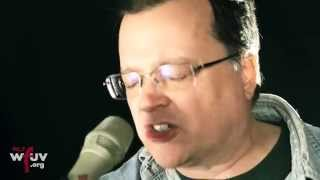 "Violent Femmes - ""Kiss Off"" (Live at WFUV)"