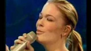 LeAnn duets with Ronan on stage Enjoy!