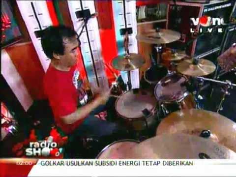Power Metal - Satu Jiwa- live at radioshow 30 maret 2012.flv