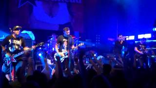 Zebrahead - Girlfriend/Who Let the Dogs Out (Avril Lavigne/Baha Men cover,live in Minsk - 01.06.14)