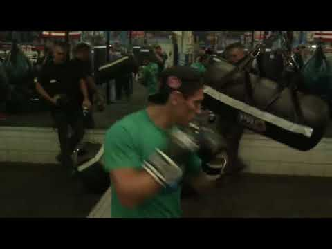 boxing star Marcelino Lopez killing the heavy bag EsNews Boxing