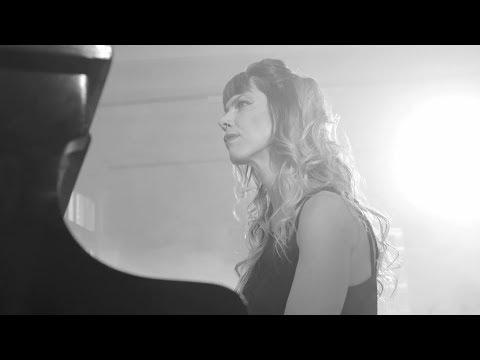 MAYRA DÓMINE -  Agua Turbia (Video Oficial)
