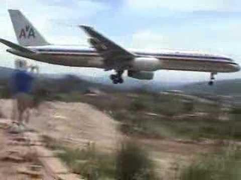 757 landing Tegucigalpa