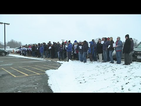 Over 100 drive GM cars to Lordstown High School for 'True Blue' group photo