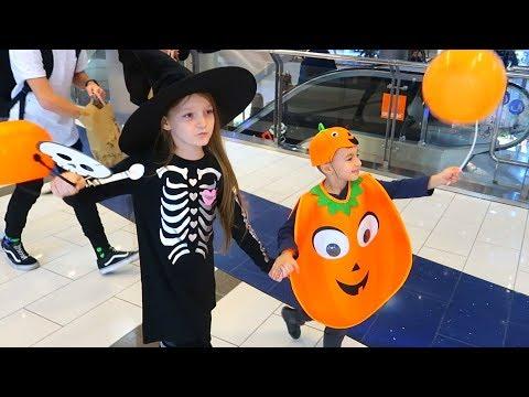 Sofia, Sara, Alexunea TV si Ariana la Carnavalul de Halloween la Mall! Mergem la Teren de Joaca