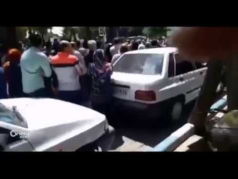 اشتباكات بين المتظاهرين المطالبين برحيل خامنئي وعناصر الأمن الإيراني  - 23:22-2018 / 8 / 2