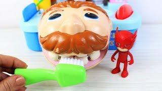 Büyük Diş Amca Dişlerini Fırçalamayı Öğreniyor Pjamasks