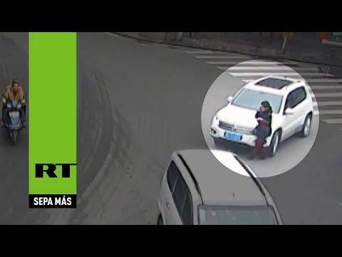 YouTube: distratta al telefono viene investita per strada, la donna viene multata
