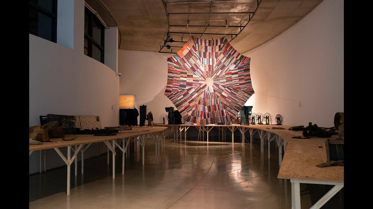 遠藤薫 作品《閃光と落下傘》制作記録映像、『いのちの裂け目ー布が描き出す近代、青森から』展 (ACAC、青森)、2020年 Documentary of Art works:  ENDO Kaori