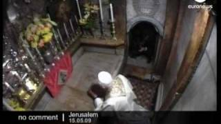 Pope visits crucifixion and burial site of Christ in Jerusalem s Old City