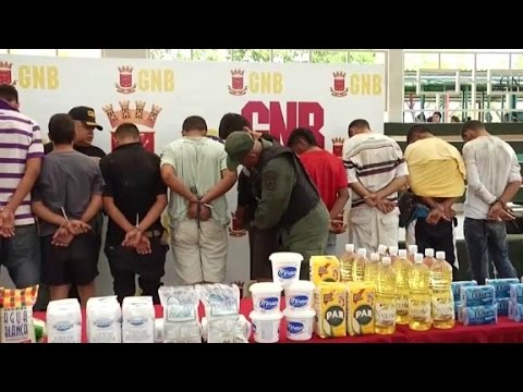 Venezuela crisis: Blackouts, protests and looting