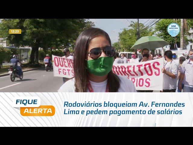 Rodoviários bloqueiam Av. Fernandes Lima e pedem pagamento de salários