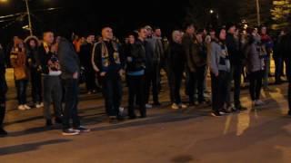 Болельщики смотрят футбол Ростов - МЮ в парке Горького