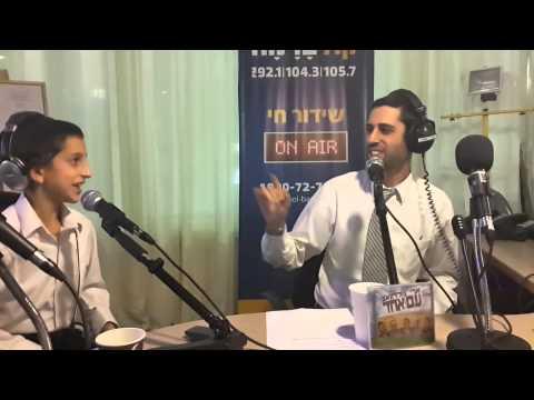 Ari and Moshe Dov Goldwag - Yesh Tikvah ארי גולדוואג עם בנו - יש תקוה