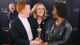 watch adele adorably photobomb fans their reactions are amazing